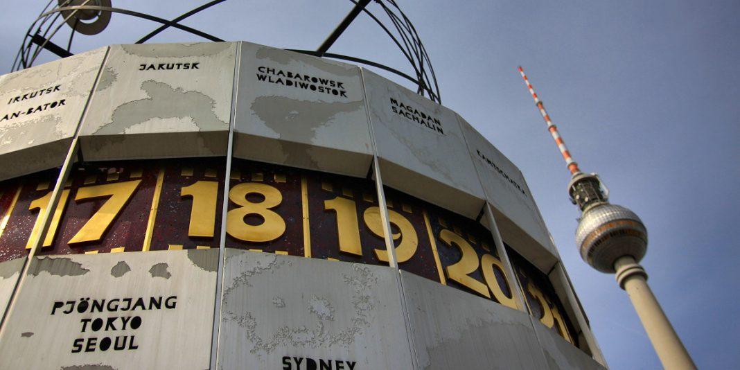 zegar czasu na świecie na placu aleksandra