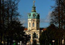 Widok na pałac Charlottenburg w Berlinie